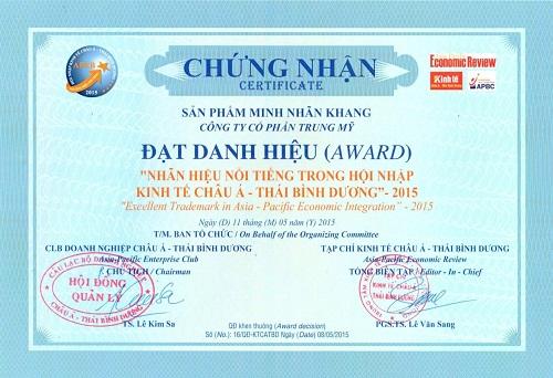 """Giấy chứng nhận TPCN Minh Nhãn Khangvinh dự đón nhậndanh hiệu """"Nhãn hiệu nổi tiếng trong hội nhập kinh tế Châu Á - Thái Bình Dương"""" 2015"""