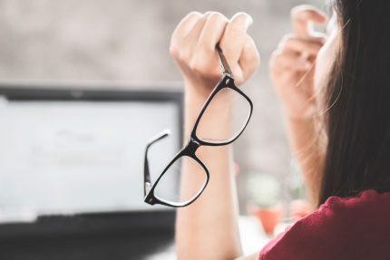 Đục thủy tinh thể do cận thị điều trị khá phức tạp