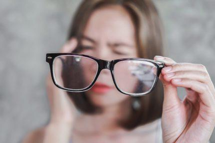 Sau mổ đục thủy tinh thể thị lực vẫn có thể giảm