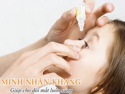 Mắt bị khô và mỏi nên hạn chế sử dụng các thiết bị điện tử trong thời gian dài